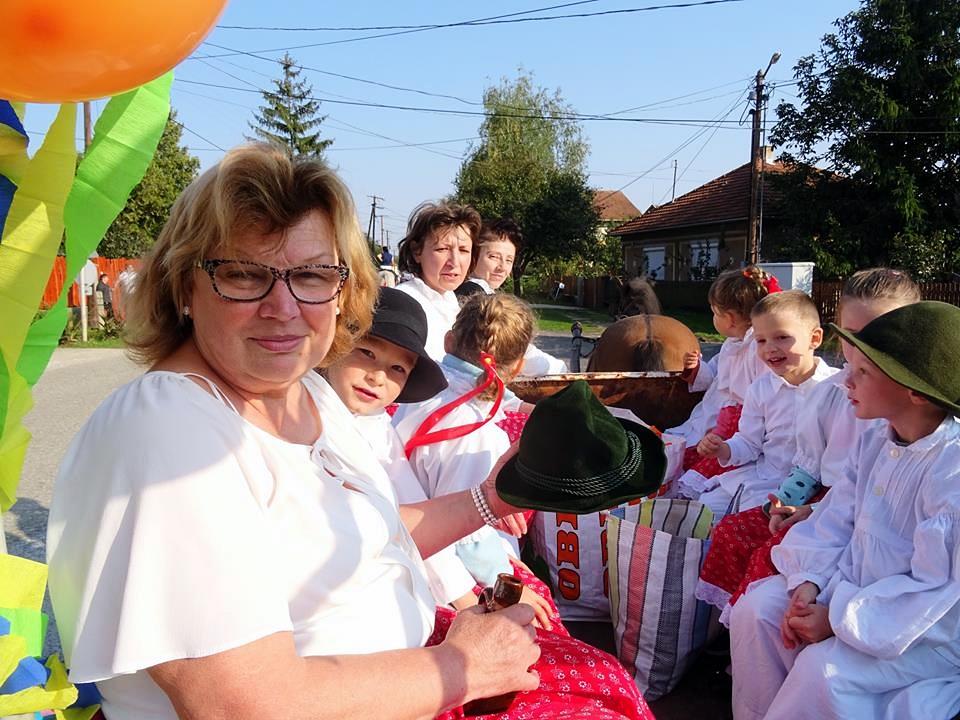 http://kolorline.hu/Kondón is szüreteltek az óvodások