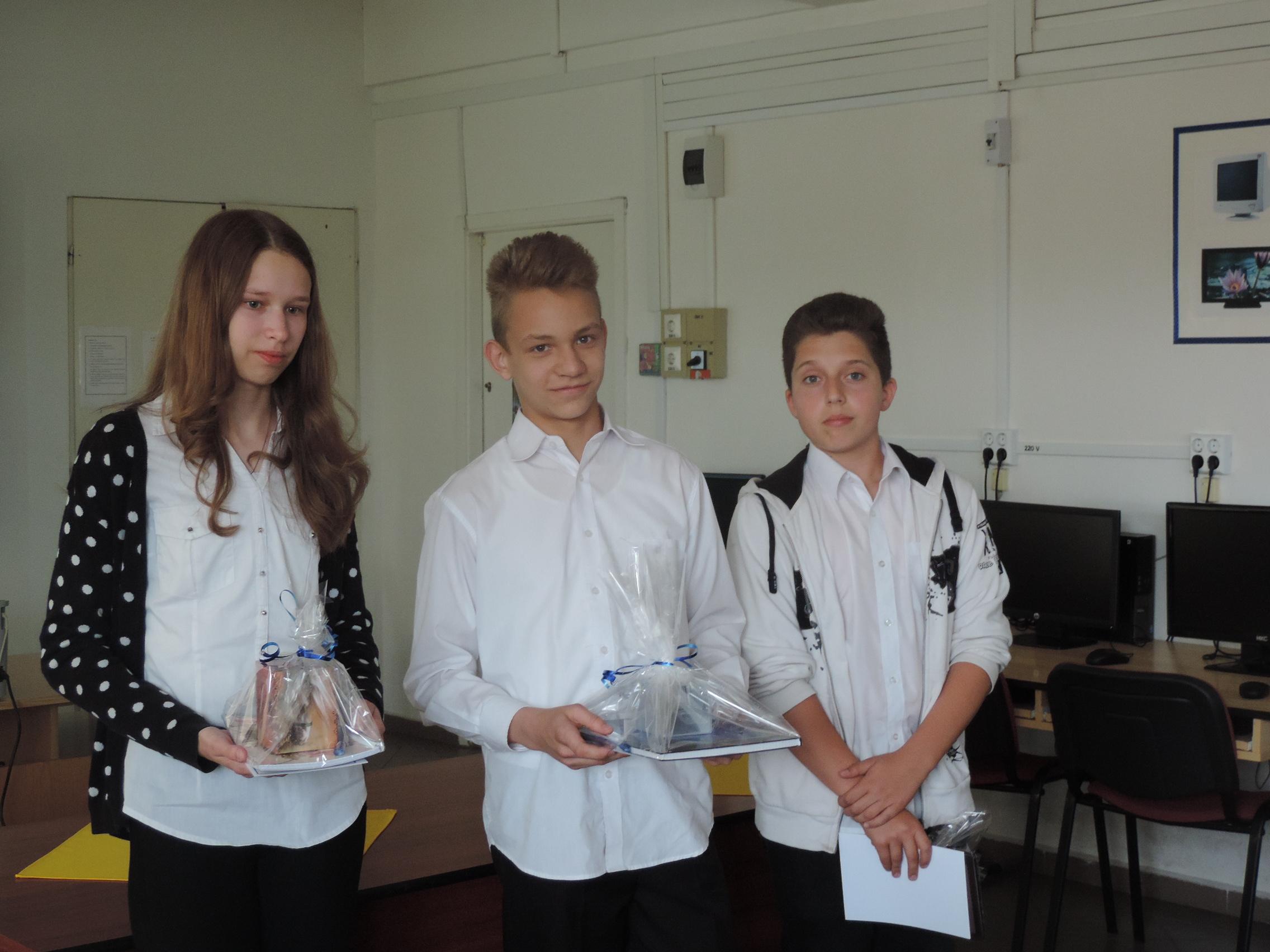 http://kolorline.hu/Kiemelkedő tanulókat jutalmaztak