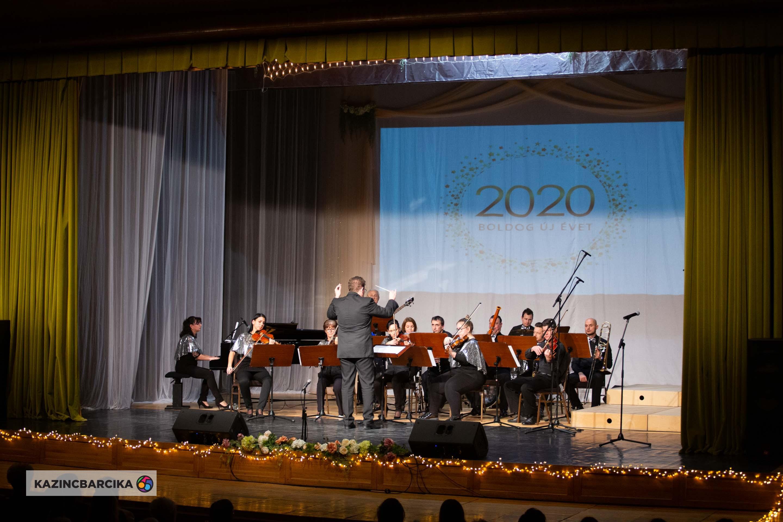 https://kolorline.hu/Újévi koncert az Egressyben