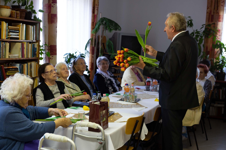 Muskátli nyugdíjasház - Nőnapi köszöntés