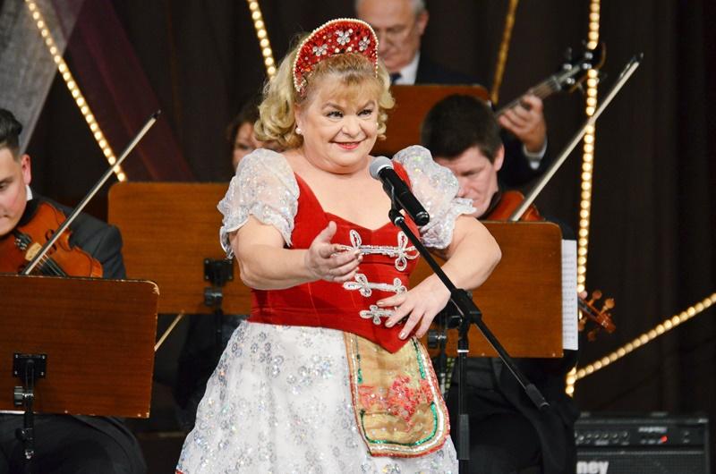 Újévi koncert a Melódia Kamarazenekarral és Oszvald Marikával