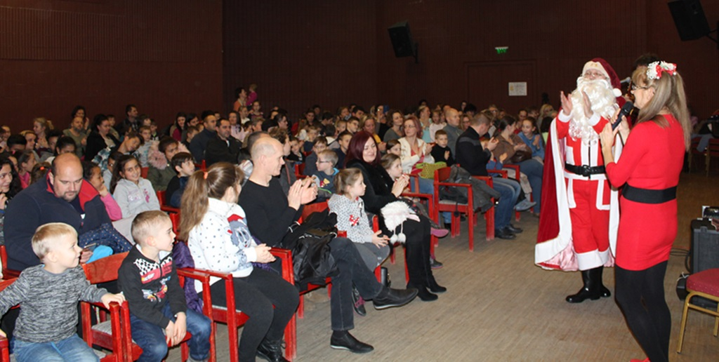 http://kolorline.hu/A Szent Szív Alapítvány Mikulása várta a gyerekeket Edelényben