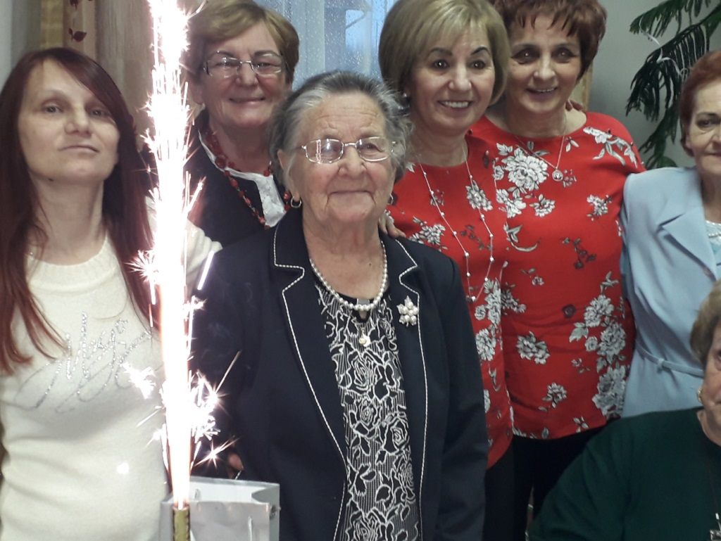 https://kolorline.hu/Isten éltesse Erzsike nénit!