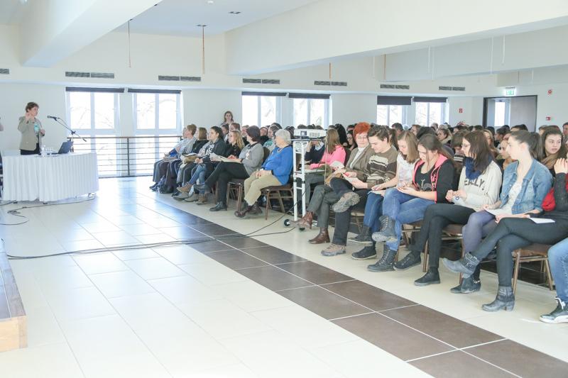 """http://kolorline.hu/""""Fontos, hogy értsük egymást"""" – előadás a generációk közti kommunikációról"""