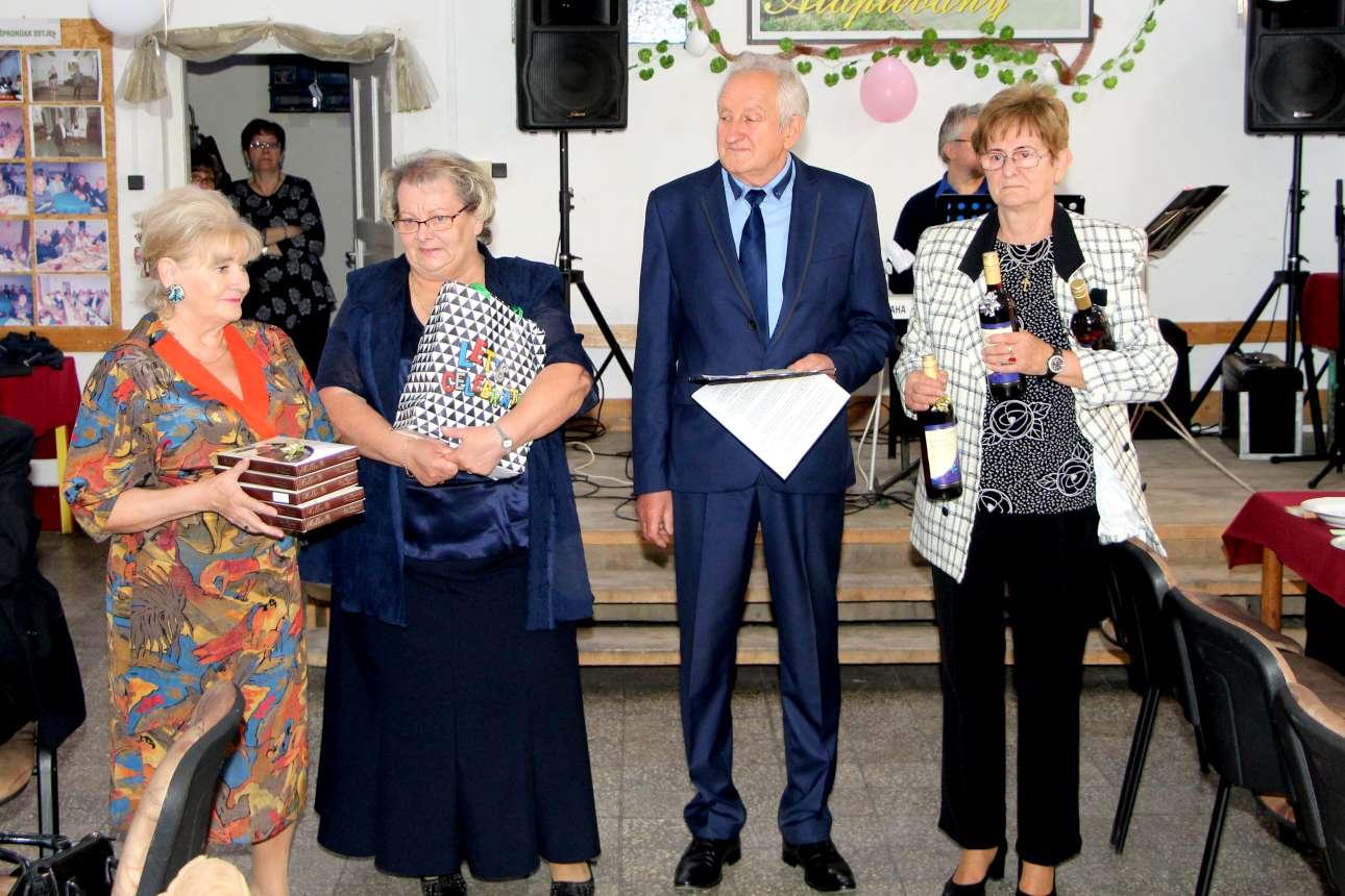 Felsőbarcikáért Alapítvány idősek napi ünnepsége