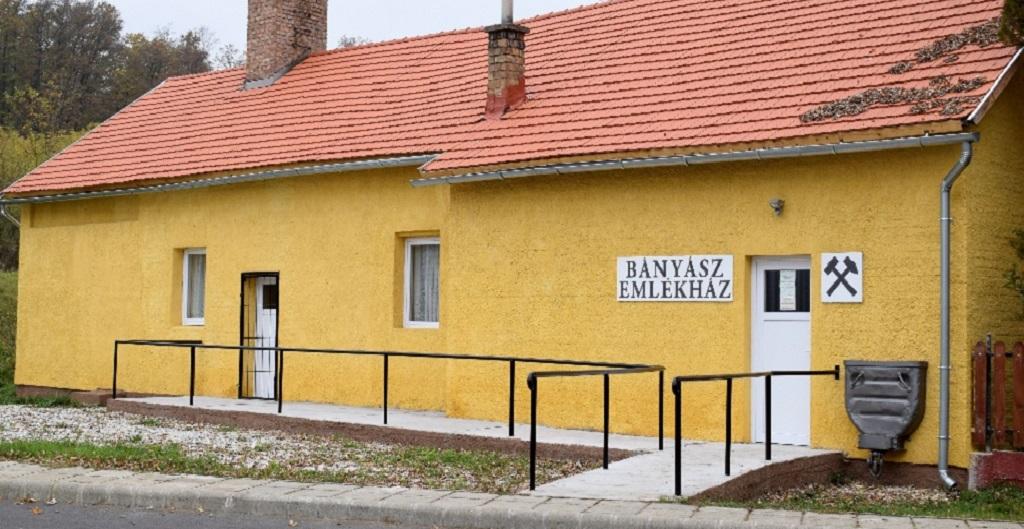 http://kolorline.hu/Ormosbánya múltja és jelene a kulturális élet tükrében