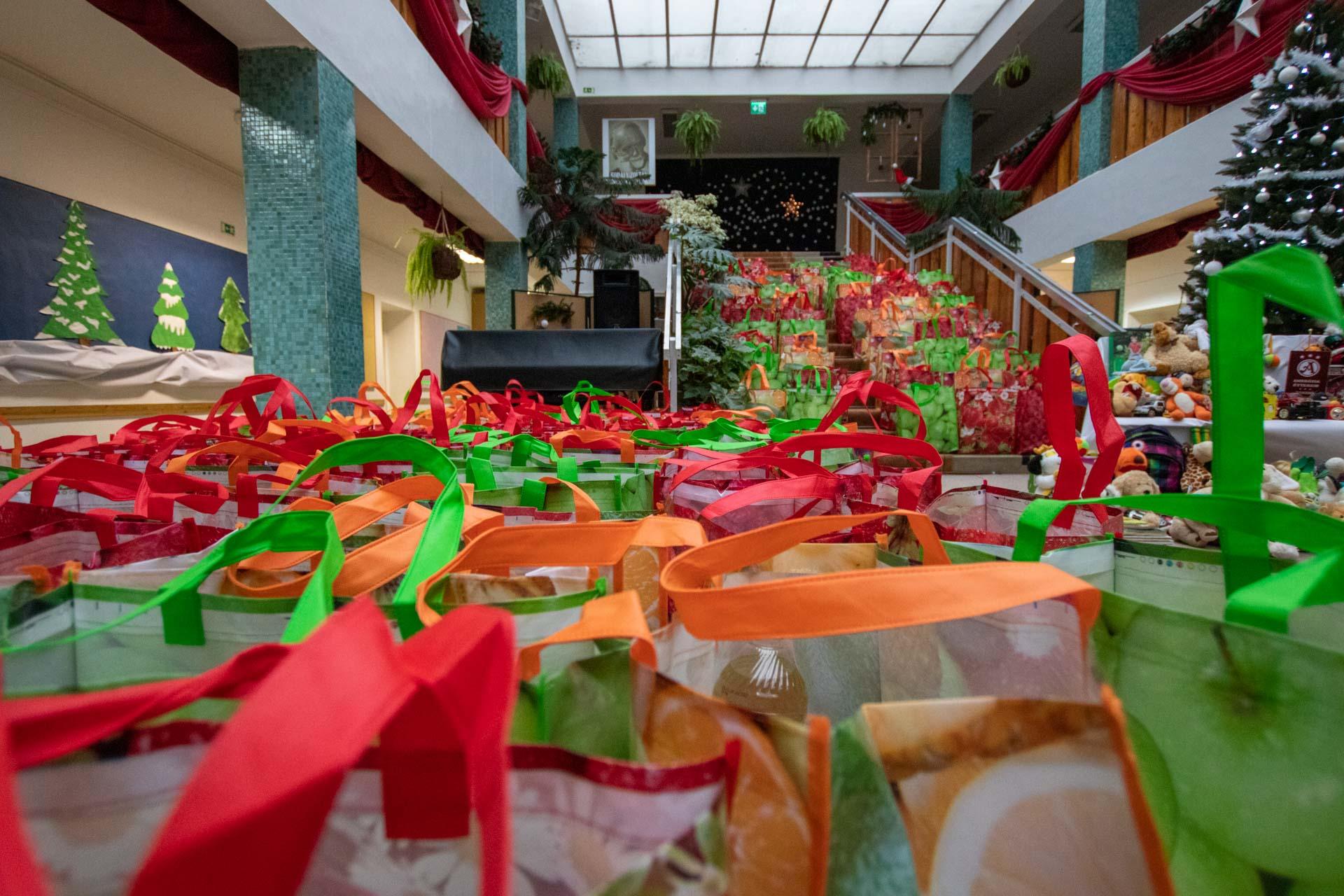 Nagycsaládosok és hajléktalanok karácsonya