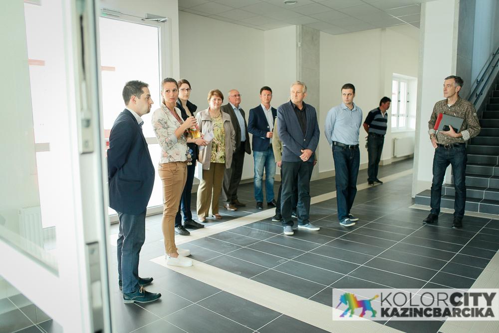 https://kolorline.hu/Képviselői bejárás az inkubátorházban