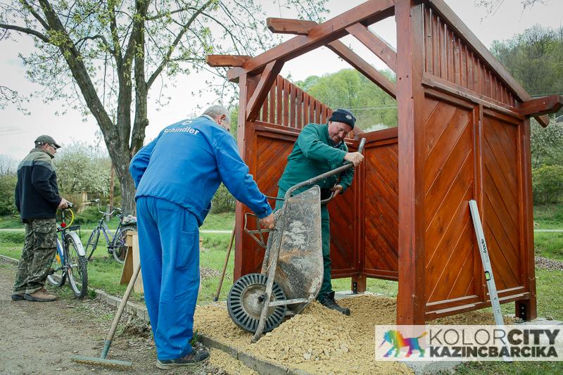 https://kolorline.hu/Új padok és esőbeállók a Csónakázó-tónál