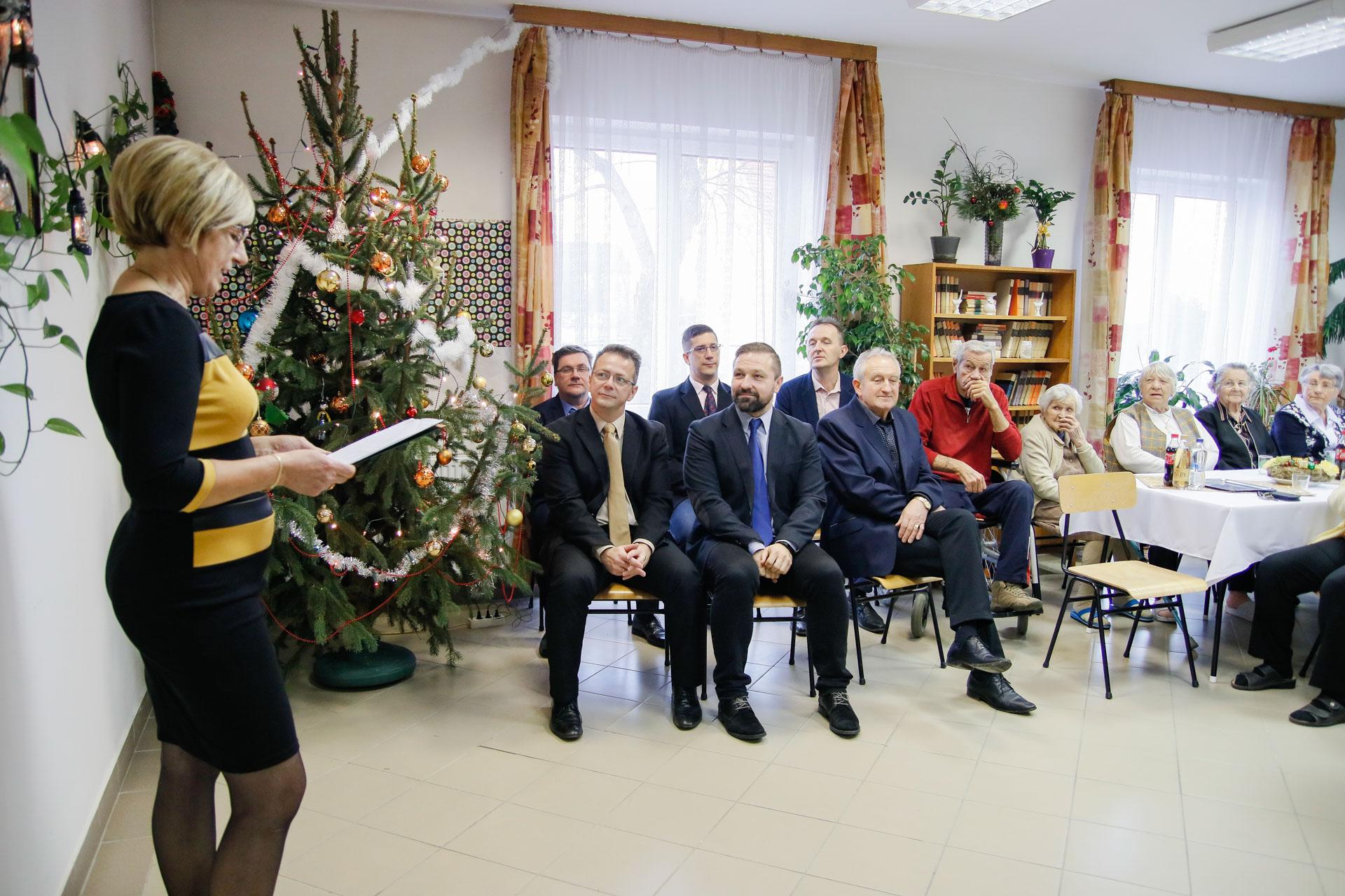 Karácsonyi ünnepség a Muskátli Nyugdíjasházban