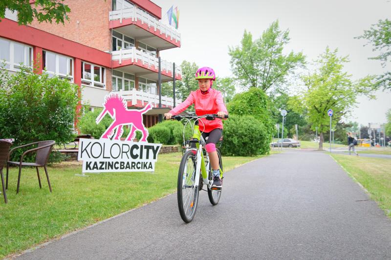 https://kolorline.hu/Nem gurulhat gyalogos a bicikliúton