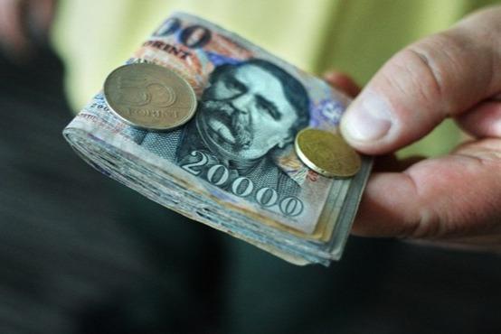 https://kolorline.hu/Figyelem! Csalók járják a várost - pénzt kérnek, radiátorcserét ígérnek