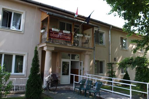 https://kolorline.hu/Védettségi igazolvánnyal Kazincbarcikán is látogathatók az idősotthonok