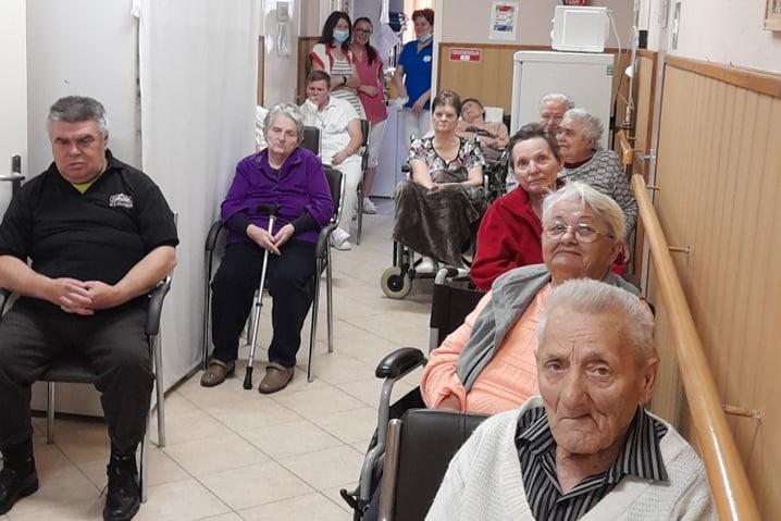 https://kolorline.hu/Kodályosok a II. Számú Idősek Otthonában