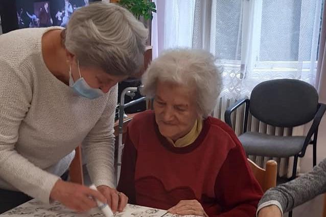 https://kolorline.hu/Őszi kézműves foglalkozás az Időskorúak Gondozóházában