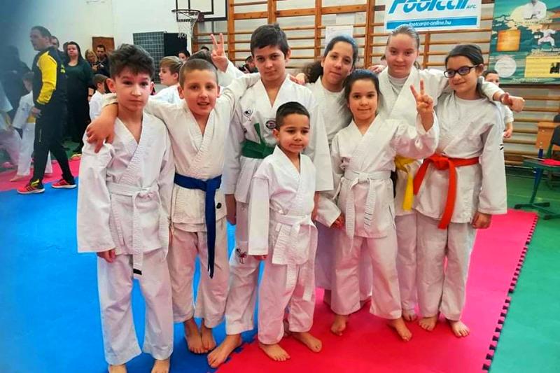 https://kolorline.hu/Karate sikerek Szirmabesenyőn