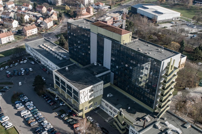 https://kolorline.hu/Megszűnik Kazincbarcikán az aktív kórházi ellátás?
