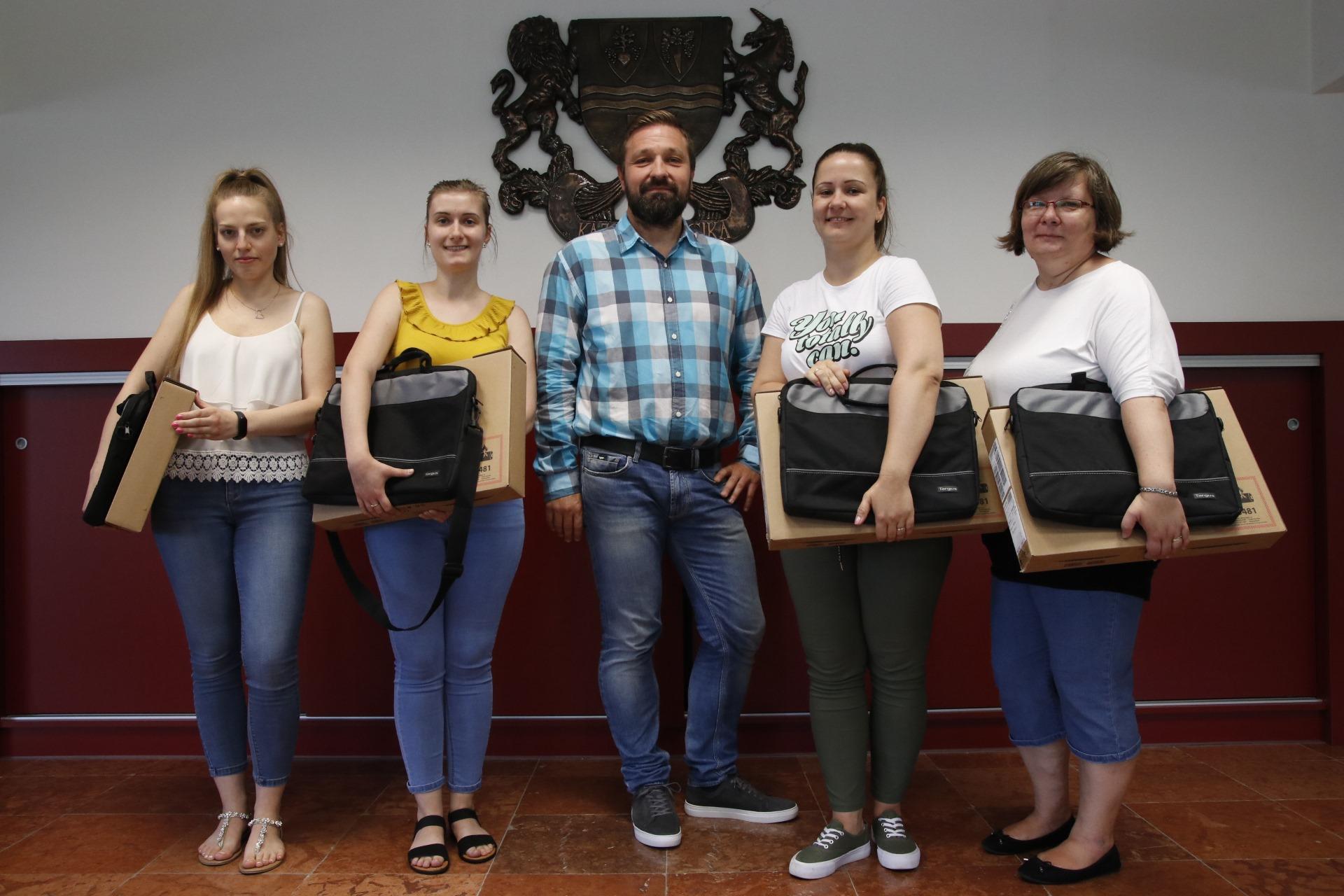 https://kolorline.hu/Az önkormányzat új laptopokkal segíti a helyi védőnői szolgálat munkáját