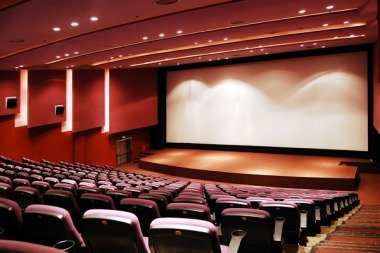 https://kolorline.hu/Multiplex mozi a régi mozi épületében