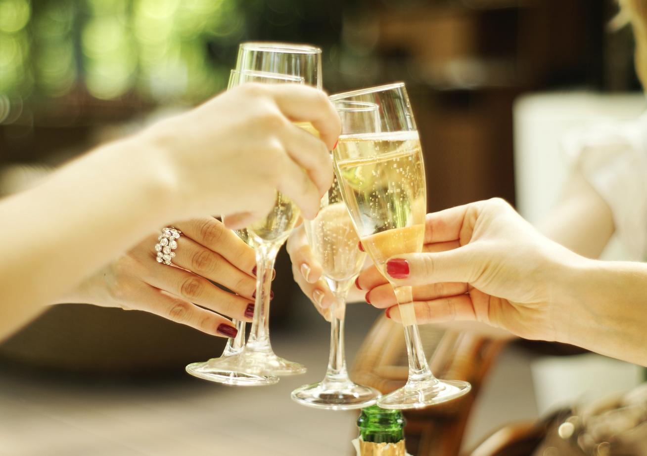 https://kolorline.hu/Miért éppen pezsgő?