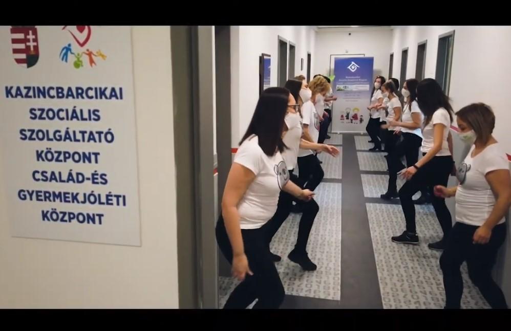 https://kolorline.hu/Zsombiért táncoltak a KSZSZK-s lányok
