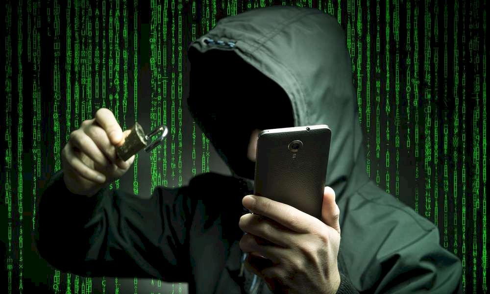 https://kolorline.hu/Tippek a telefonos és internetes csalók ellen